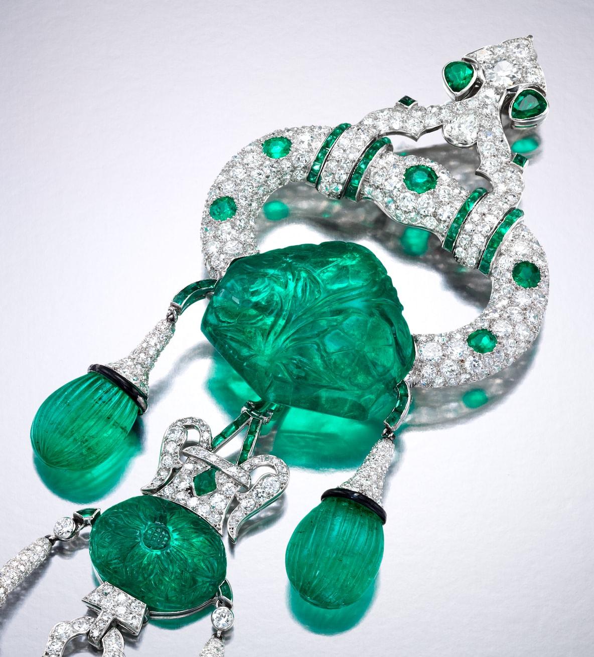 Cartier-emerald-diamond-brooch-1928-closeup