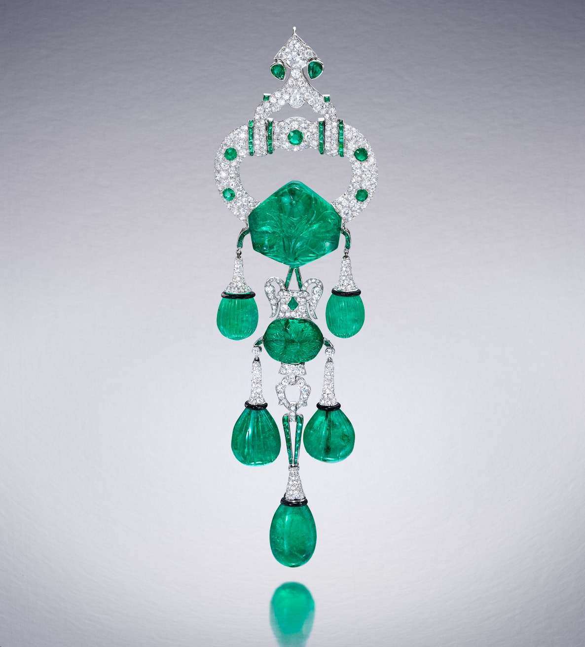 Cartier-emerald-diamond-brooch-1928