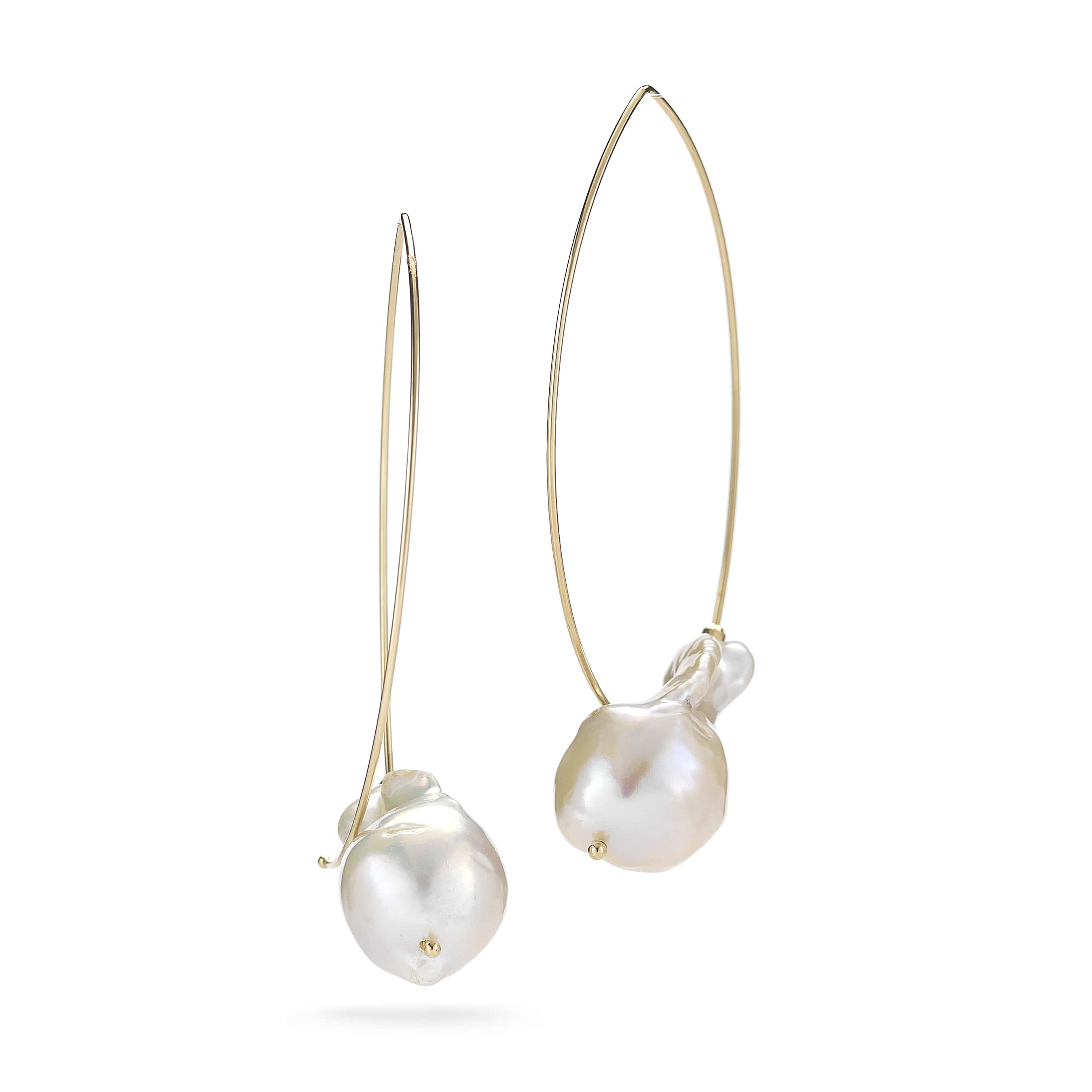 Baroque-pearl-wire-gold-earring-E4A2
