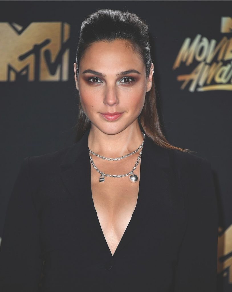 gal-gadot-jewellery-style-mtv-movie-awards