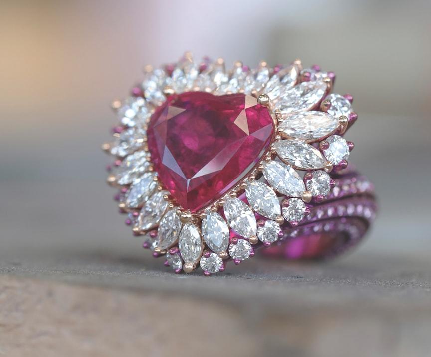 CHOPARD-Ring-making-of-829800-9003-3-ruby-diamond-ring