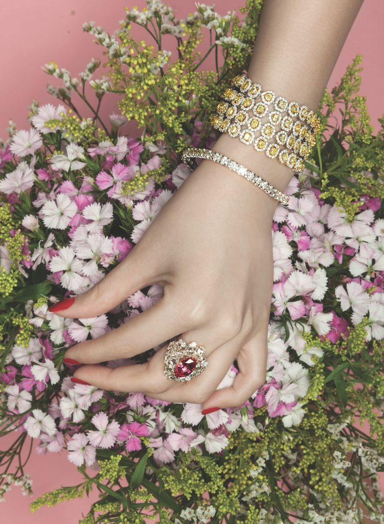 solitaire-magazine-photoshoot-yellow-diamonds-bracelet
