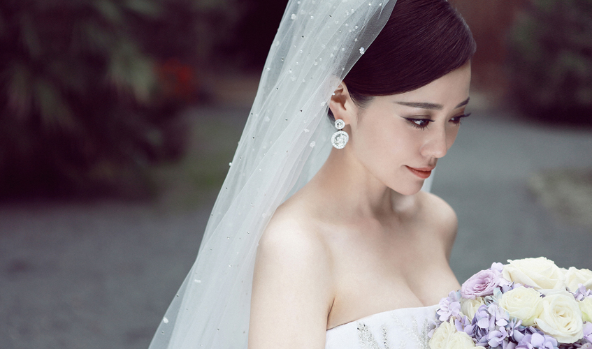 Chinese Pop singer and bride Jane Zhang wearing Chiocciolina earrings